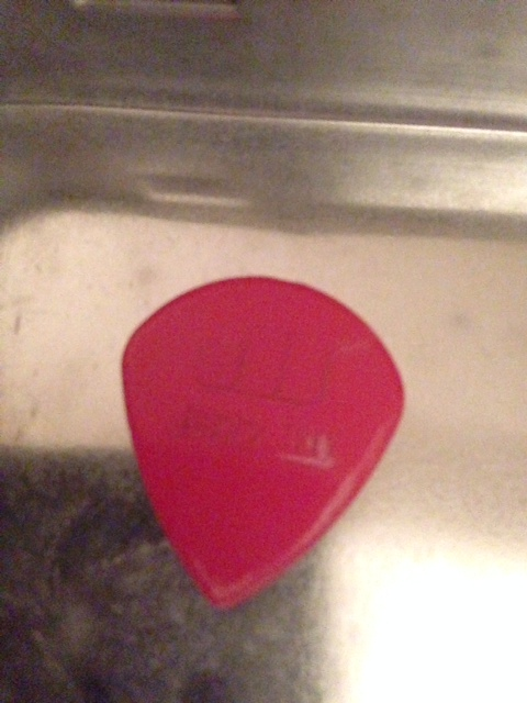 picture of a dunlop jazz III pick